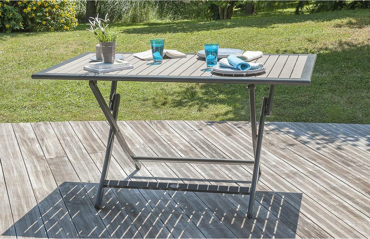 Table aluminium et bois composite lames claires