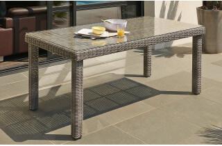 Table ELEGANCE en résine tressée avec plateau en verre