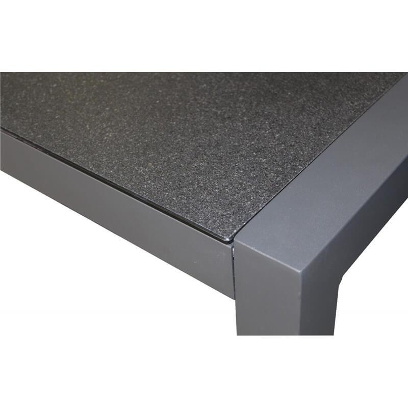 Table En Aluminium Et Plateau Duranite Noir Le R 234 Ve Chez