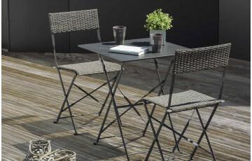 Guéridon de jardin MEZZO gris en résine tressée + 2 chaises pliantes