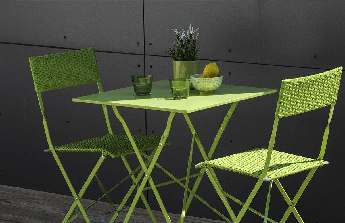 Ensemble de jardin MEZZO vert résine tressée + 2 chaises pliantes