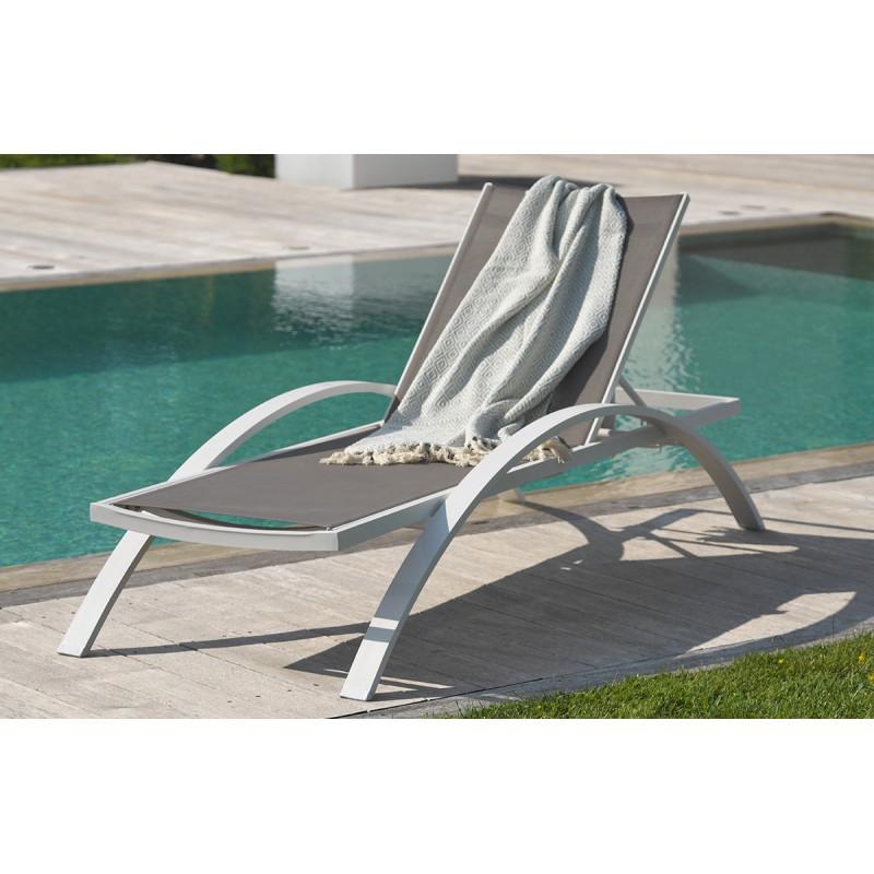 chaise longue en textil ne gris et alu blanc le r ve chez vous. Black Bedroom Furniture Sets. Home Design Ideas