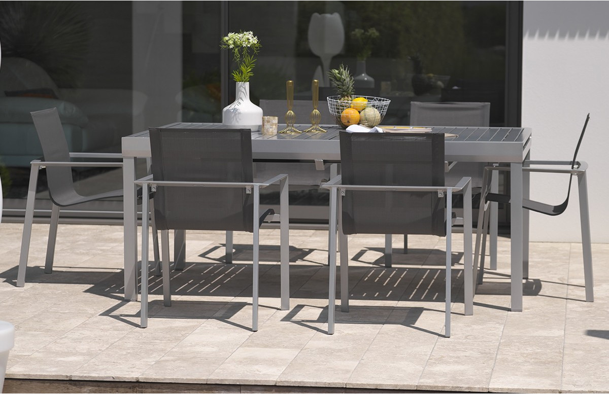Ensemble table 8 à 10 places en aluminium gris galet et 6 fauteuils assortis