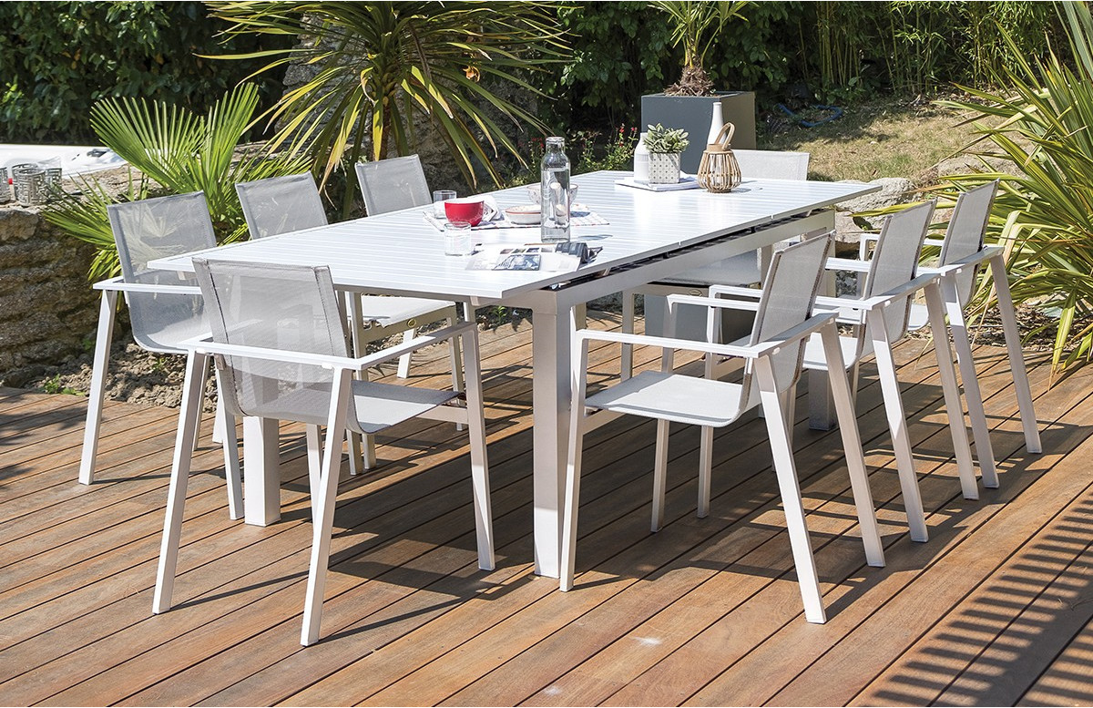 Ensemble table aluminium blanc et 6 fauteuils assortis