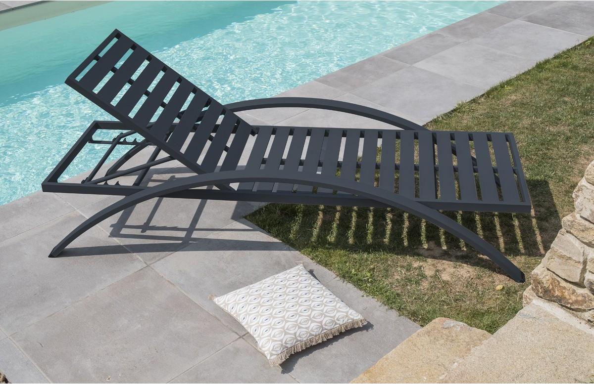 Chaise longue aluminium coloris gris anthracite