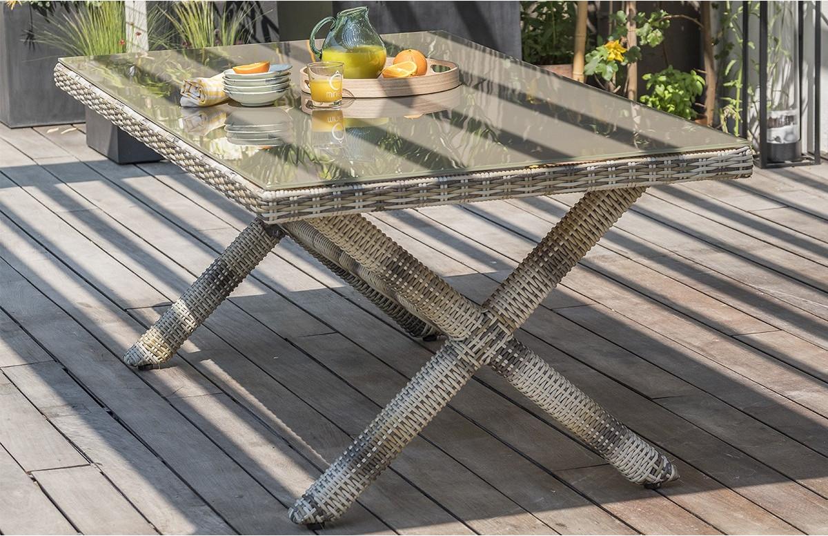Table BALI résine tressée et verre