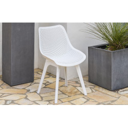 Chaise SCANDY perforée coloris blanc