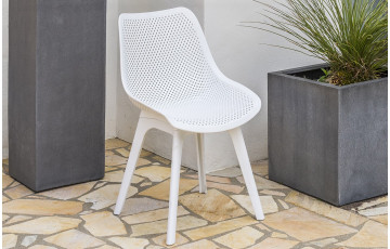 Chaise SCANDI perforée coloris blanc