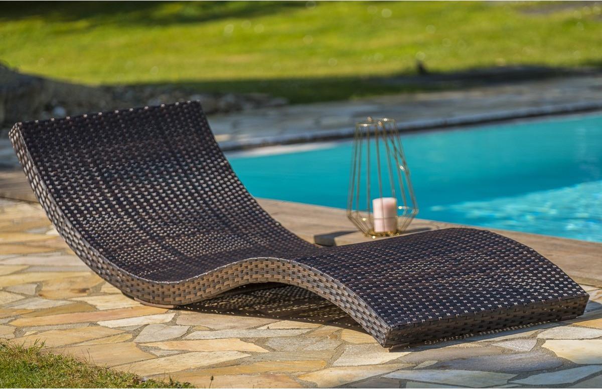 Bain de soleil design en résine tressée chocolat DCB Garden CANCUN