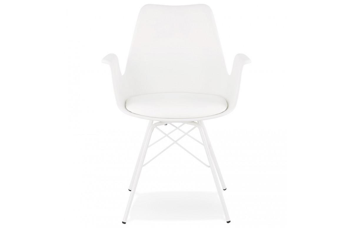 Chaise avec accoudoirs habillée en blanc - Kokliko