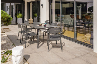 Ensemble table et chaises de jardin en aluminium 6 personnes Alumob anthracite MADELIA